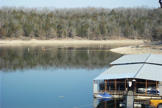 Golden Arrow Resort : Public swimming area on Table Rock Lake next door at IP Campground. Day use passes available.