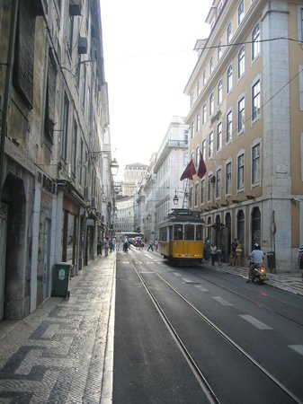 Tram 28: На улицах города