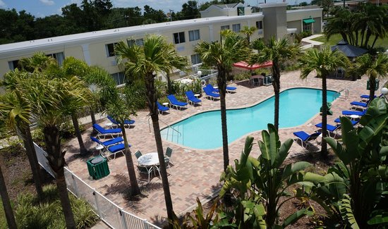 Quality Inn & Suites Near Fairgrounds Ybor City: Pool Area