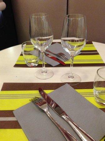 Ibis Styles Tours Centre: salle à manger