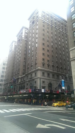 The Roosevelt Hotel: Por fora é imponente...