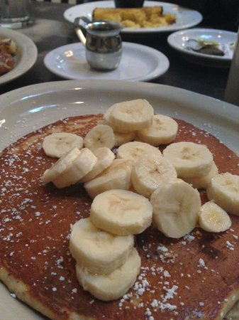 Dottie's True Blue Cafe: pancakes with bananas