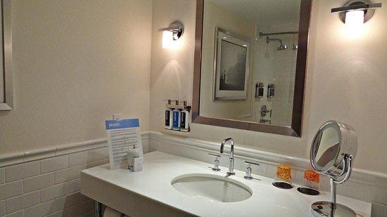 Revere Hotel Boston Common: Baño