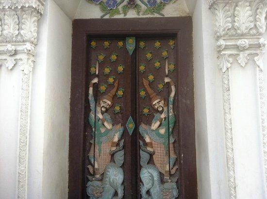 Wat Rajapradit Sathitmahasimaram Rajaworavihara: un portale d'ingresso