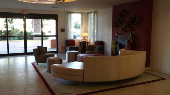 Ontario Grand Inn & Suites: Front lobby