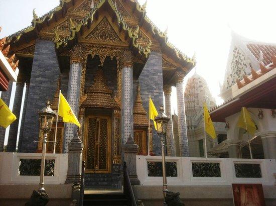 Wat Rajapradit Sathitmahasimaram Rajaworavihara: facciata del tempio