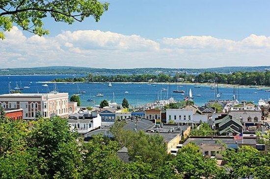 Trout Creek Condominiums - Vacation Rentals: Harbor Springs Bluff