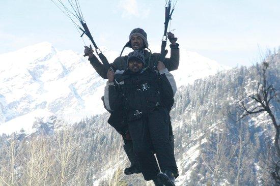 Solang Valley: Paragliding