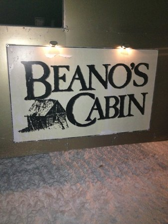 Beano's Cabin : Love the store behind the Cabin!