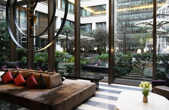 the impressive lobby picture of mandarin oriental paris paris tripadvisor. Black Bedroom Furniture Sets. Home Design Ideas