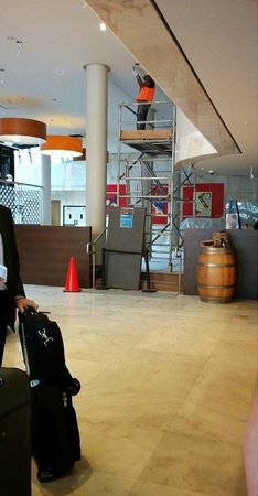 Four Points by Sheraton Perth: Lobby e restaurante em obras