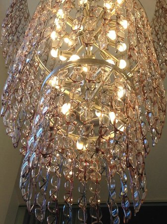 Hotel Zetta San Francisco : chandallier made of eyeglasses