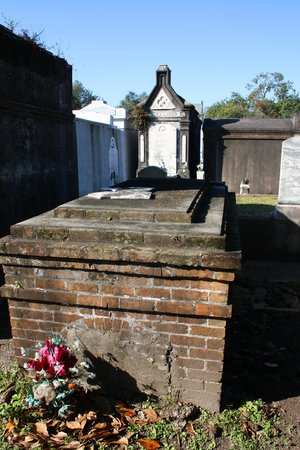 Lafayette Cemetery No.1: just not kept