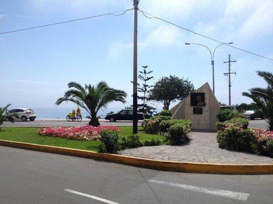 Hostal Torreblanca: One block from the coast