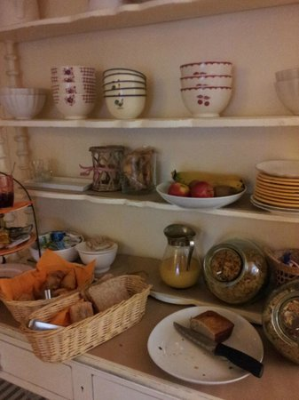 St Claire Hotel: Charming breakfast buffet at Hotel St. Claire