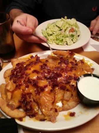 Texas Roadhouse : fries with cheddar cheese and crispy bacon on top