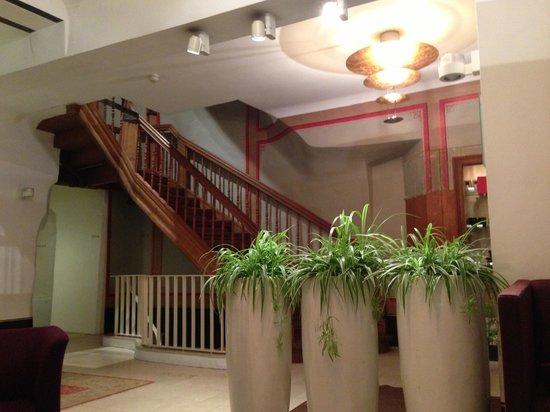 Dome Hotel & SPA - Relais & Chateaux: Первый этаж около ресепшн