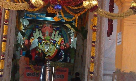 Gulur Ganesh Temple: Ganesha idol