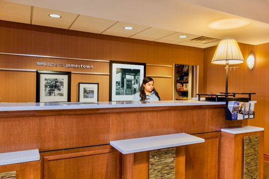 Hampton Inn & Suites Jamestown: Reception