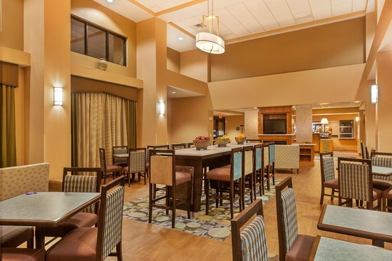 Hampton Inn & Suites Jamestown: Lobby
