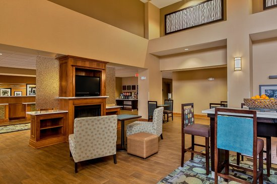 Hampton Inn & Suites Jamestown: Lobby