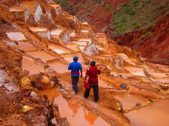 Salinas de Maras: salt workers
