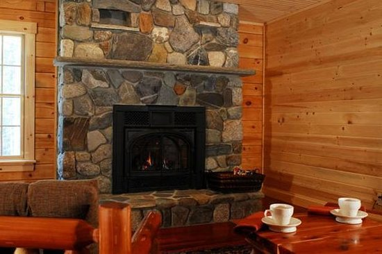 Carrabassett Valley, ME: Enjoy our fire place after a long day of skiing