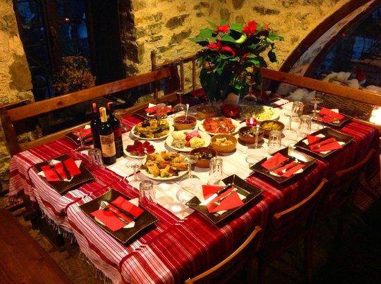 Hotel Tradita Geg & Tosk : Christmas Tables