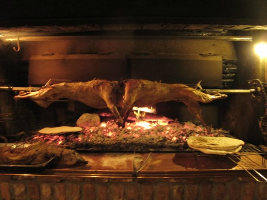 Hotel Tradita Geg & Tosk : lamb mutton roasted on the spit