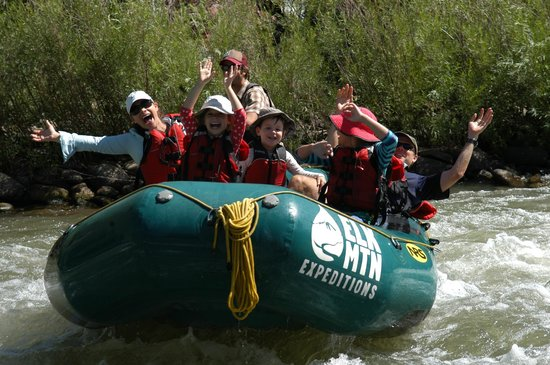 Elk Mountain Expeditions : Lower Roaring Fork - Safe and fun for all ages (Class 2)