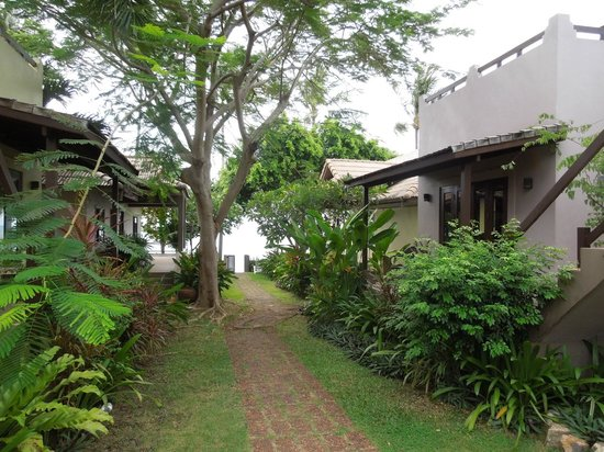 Villa Tanamera: Way through resort