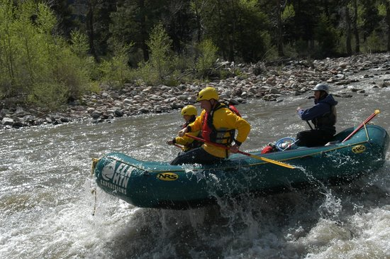 Elk Mountain Expeditions : Upper Roaring Fork - Fast and Fun