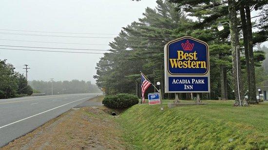 BEST WESTERN Acadia Park Inn: Hotel al lado de la carretera