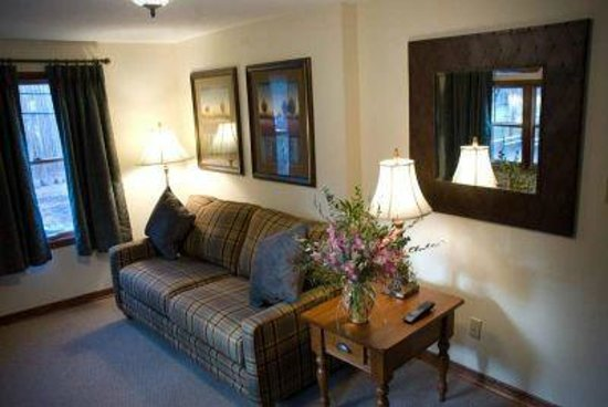 Woodfield Manor, a Sundance Vacations Resort: Sitting Room in Lodge Suite