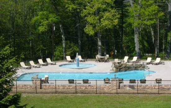Woodfield Manor, a Sundance Vacations Resort: Pool Summertime