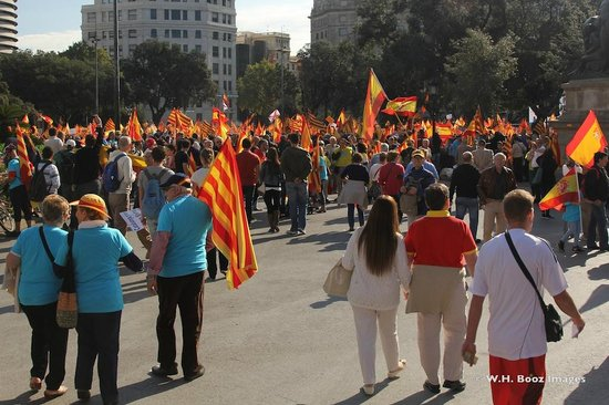 Barcelona Photowalk: The rally made for a colorful display!