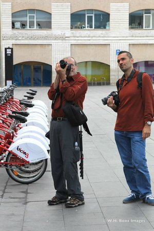 Barcelona Photowalk: Constant hands-on with accompanying and continual instruction.