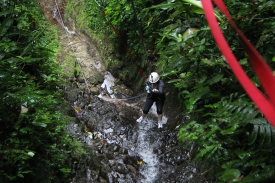 Desafio Adventure Company: Rappelling Down a Waterfall