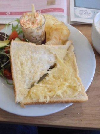 Caffe la Ronda: a £5.80 cheese toasty!!!!! terrible value