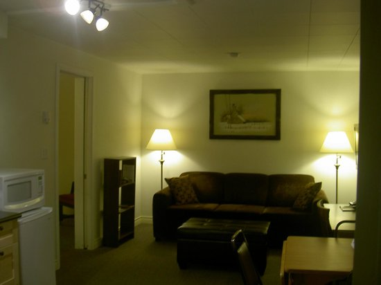 Downtowner Motor Inn: New executive suite