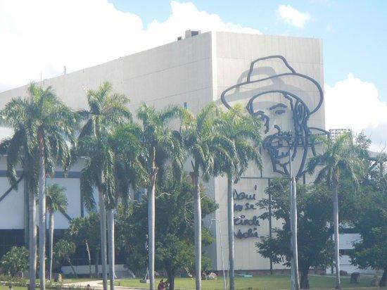 Revolution Plaza (Plaza De La Revolucion) : Aquí no se rinde nadie