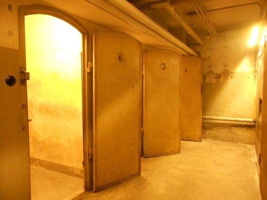 National Socialism Documentation Center : Cellules