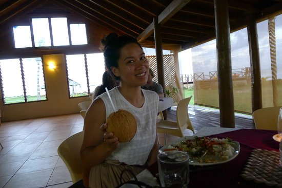 The Savaiian Hotel : Sister with coconut