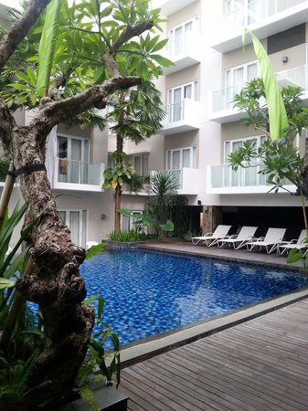 Grand Ixora Kuta Resort: Nice outdoor pool