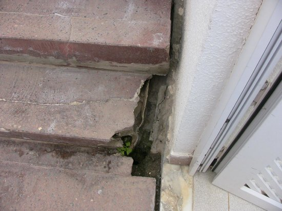 Cala Blanca by Diamond Resorts: Dangerous bottom step