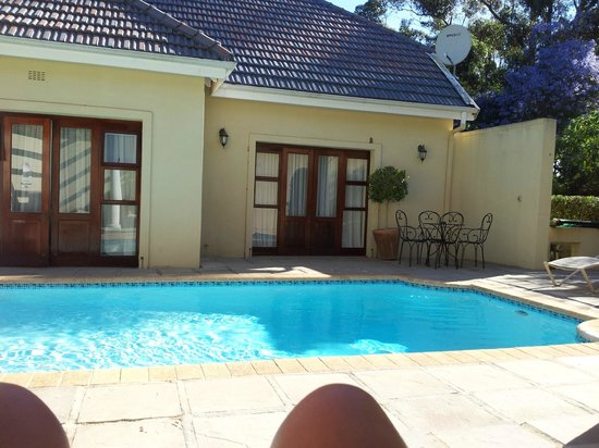 Devon Valley Hotel : Manor pool...quiet sanctuary on an over-capacity weekend at the hotel