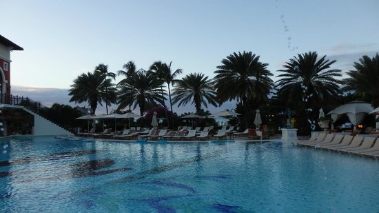 Sandals Grande Antigua Resort & Spa: Palm Trees near the main pool