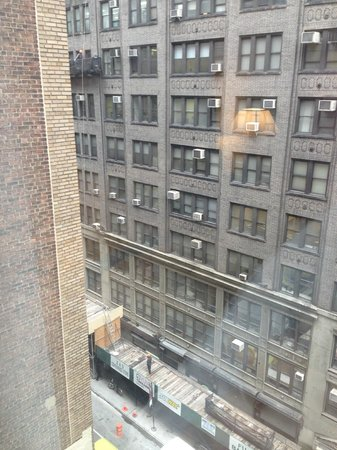 Wingate by Wyndham Manhattan Midtown: View from room