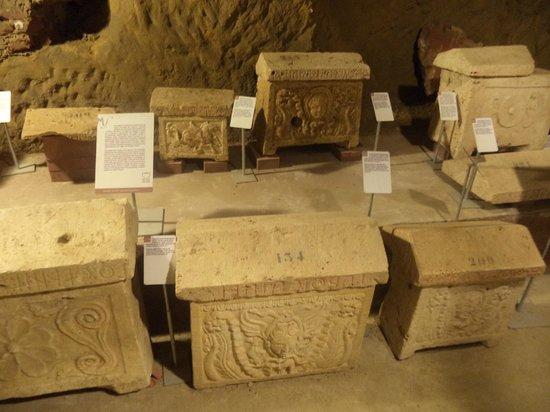 Museo Civico La Citta Sotterranea : Sarcofagi
