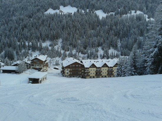 Hotel Residence 3 Signori : View of rear of hotel from the piste